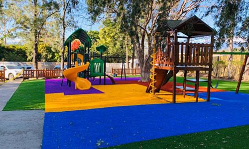 Playground y césped de color Berkeley Academy
